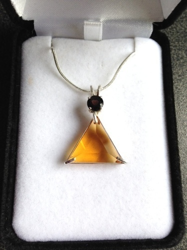Siberian Gold Quartz Vogel Triangle With Rhodolite Garnet - Psychic Abilities