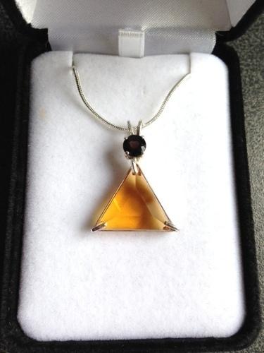 Siberian Gold Quartz Vogel Triangle With Rhodolite Garnet - Psychic Abilities